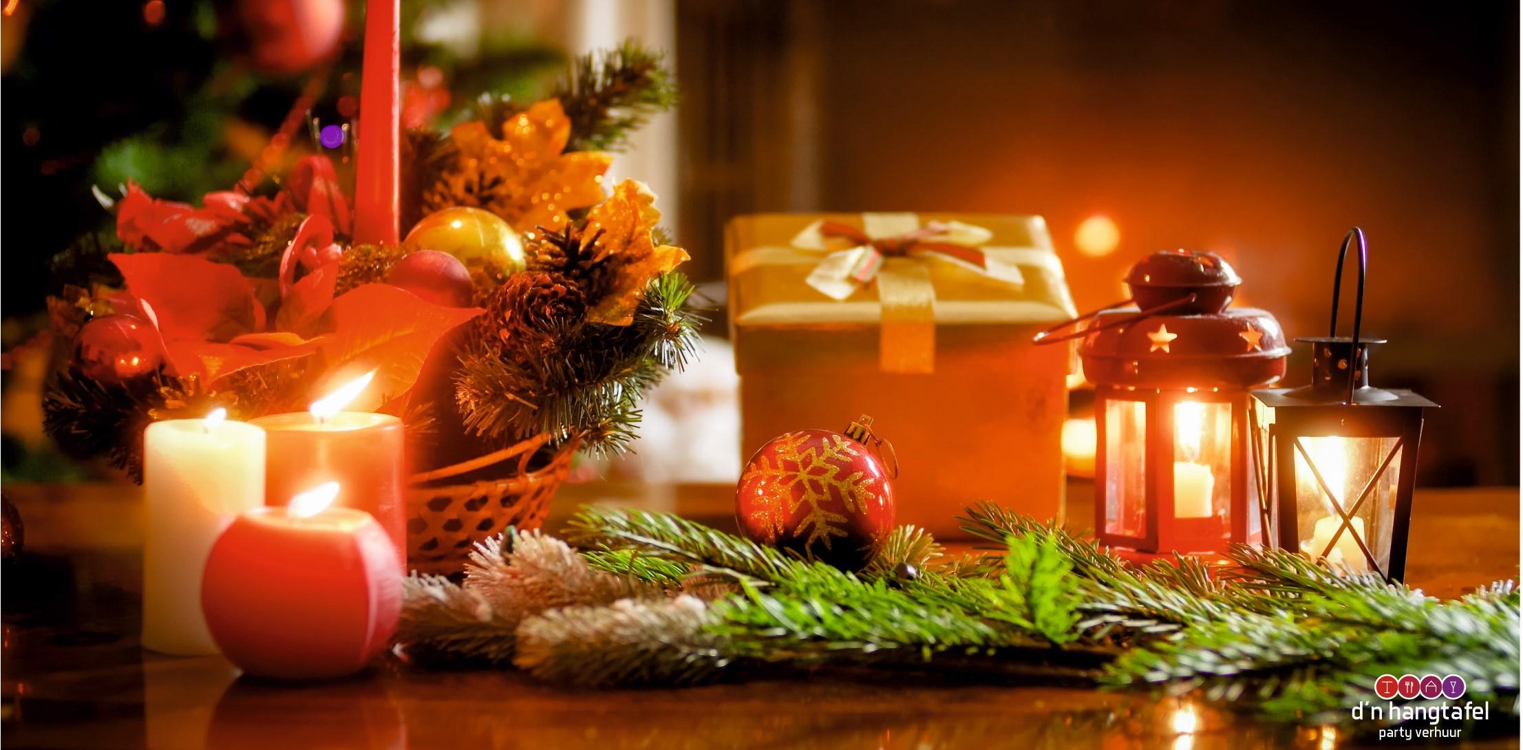 Bouwhek met kerst thema doek (kaarsjes met cadeau)