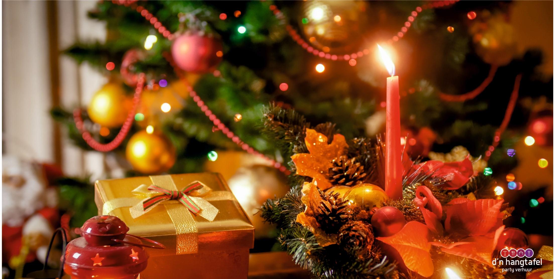 Bouwhek met kerst thema doek (kerststukje bij boom)