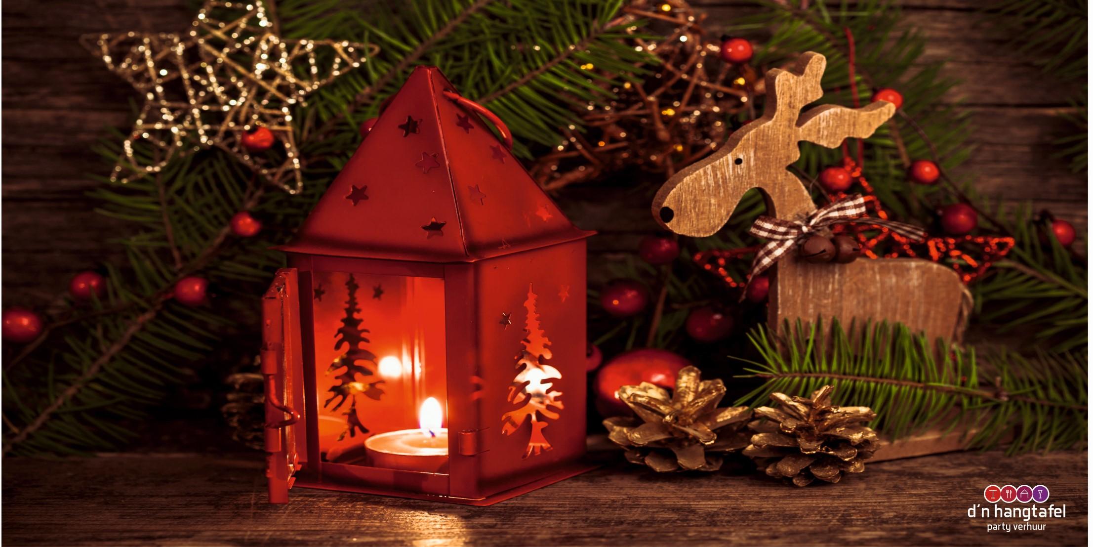 Bouwhek met kerst thema doek (lantaarn met versiering